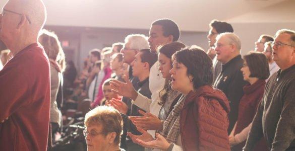 O que acontece em um culto na igreja?